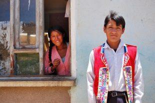 photo d'un garçon et fille durant notre circuit terre metisse en bolivie